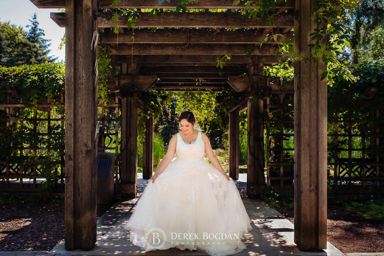 Bridal portrait pergola Assiniboine Park